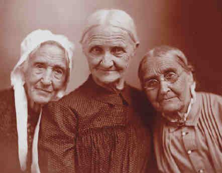 2-yates21-art-g8odopdo-1three-old-women