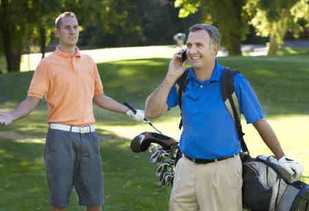 Dreamstime_golf_cell-phone