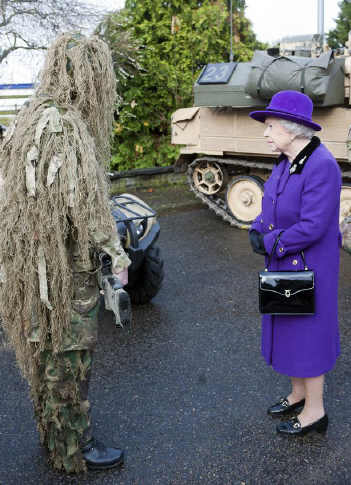 Queen+Elizabeth+II+meets+a+camouflaged+sniper+from+the+Household+Cavalry+at+Combermere+Barracks