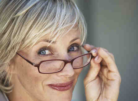 Older_woman_with_stylish_glasses[1](1)
