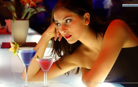 Sexy-girl-at-bar-counter