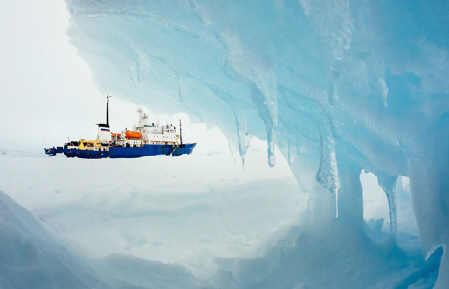 Antarctica-ship-trapped