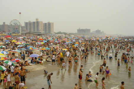 Coney_Island_beach_July4