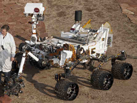 PIA15279_3rovers-stand_D2011_1215_D521-crop2-CuriosityRover